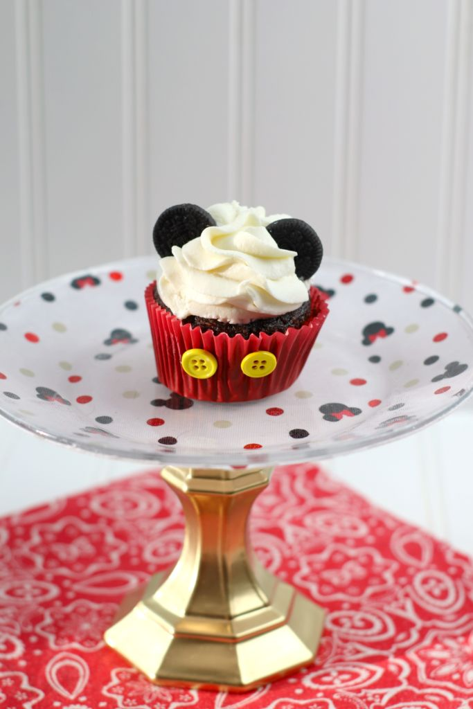 Diy Dollar Store Mickey Mouse Cake Plates This Bliss Life